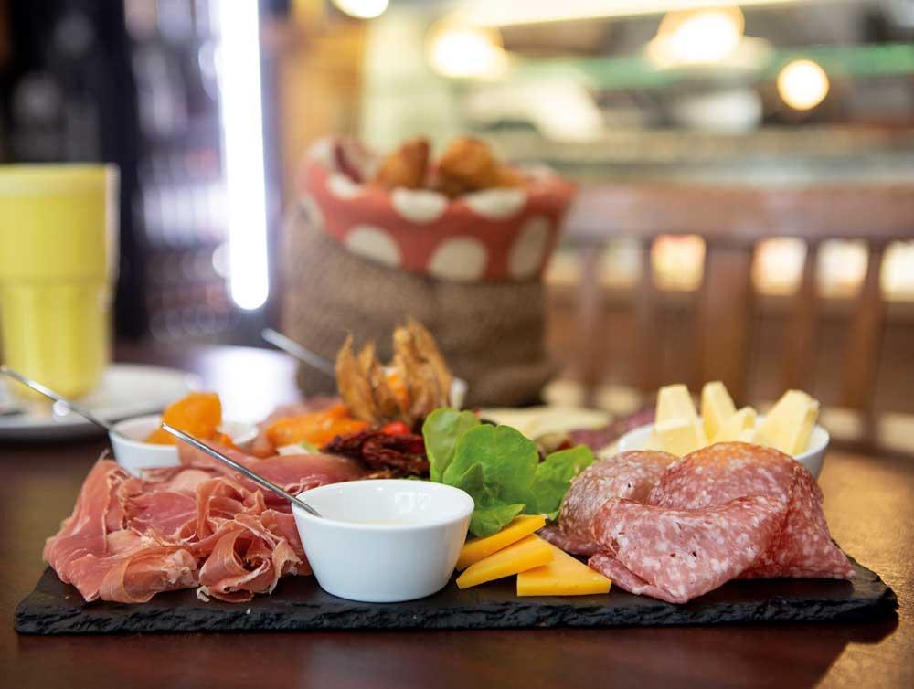 Wurst- und Käse-Platte